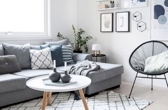 Grey room with blue, white and grey pillows