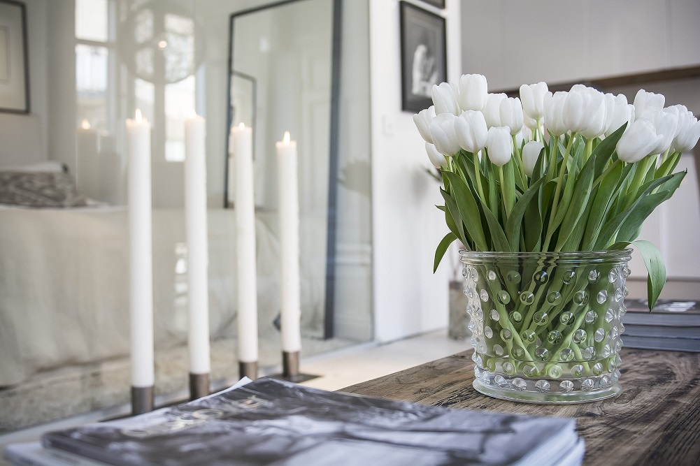 White tulips on a table